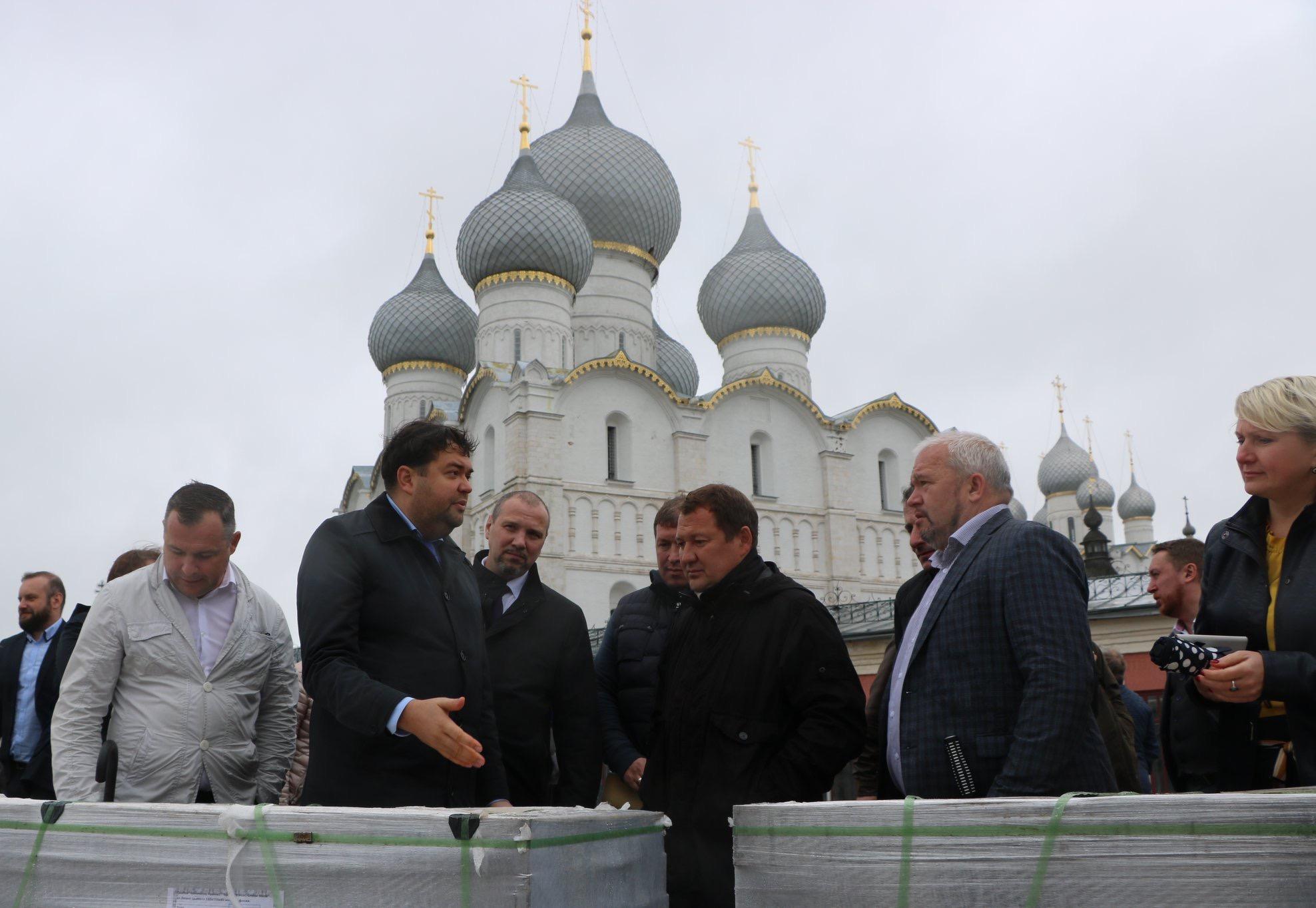 Заместитель главы Минстроя России Максим Егоров побывал в Ростове Великом